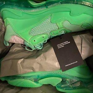Balenciagas Fluo Green Triple S sz. 43 w/extras